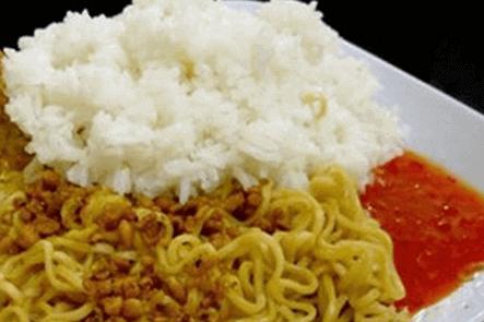 Apakah Mie Instant dan Nasi bolehkah di makan berbarengan