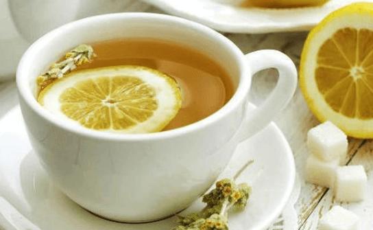 Manfaat Minum Air Lemon Hangat di Pagi Hari