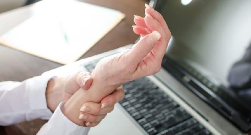 4 Kebiasaan Penyebab Tangan 3K (Kesemutan, Kebas, dan Kram)